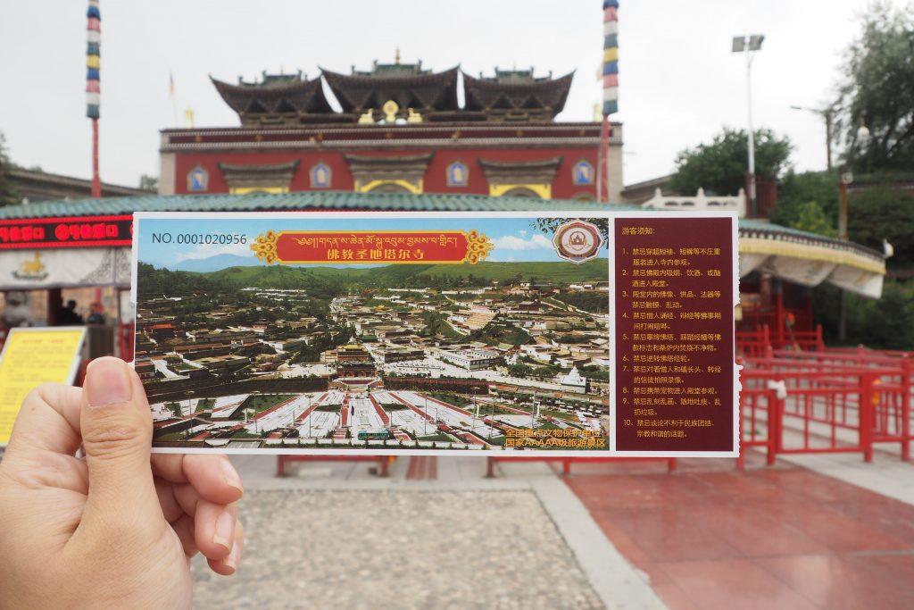 青海省最大のチベット仏教寺院タ...